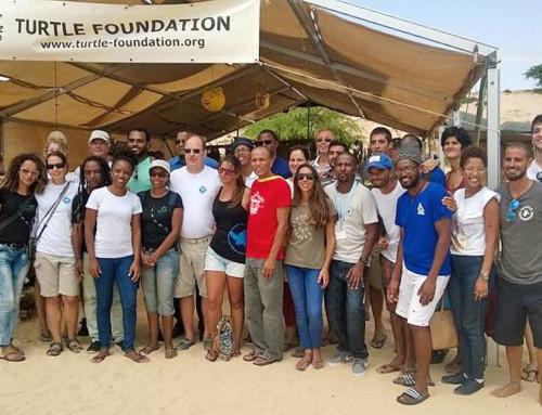 Fürst Albert II. von Monaco besucht Strandcamp der Turtle Foundation