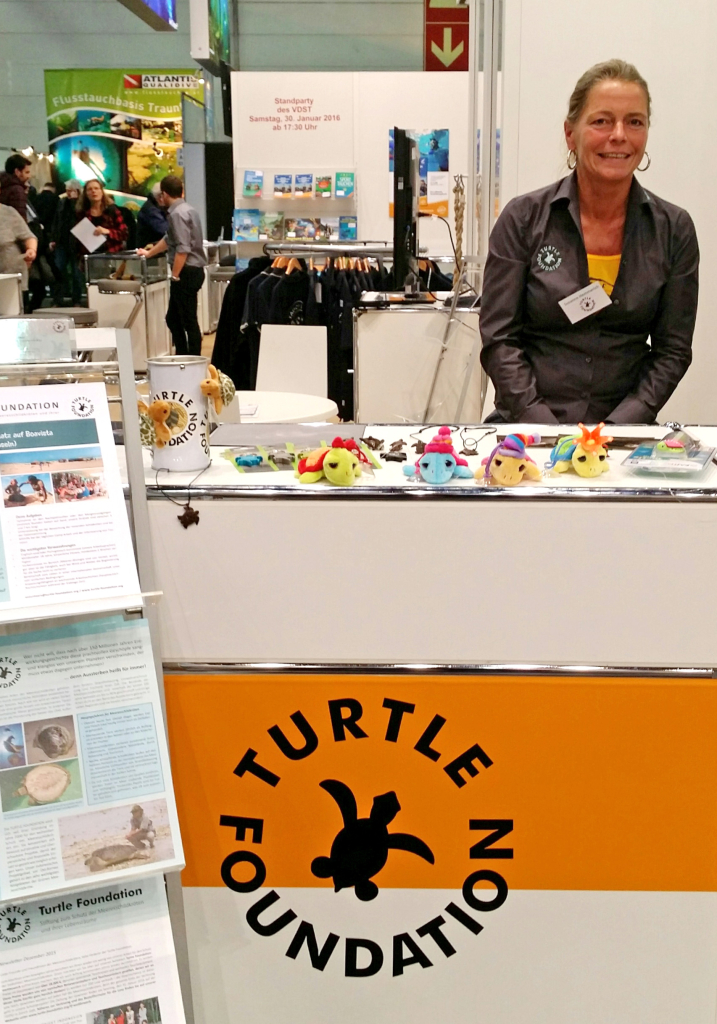 Susanne Hemmerich on the booth of Turtle Foundation at Boot 2016