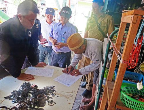 Schildpatt-Souvenirs auf Derawan, Ost-Borneo, konfisziert
