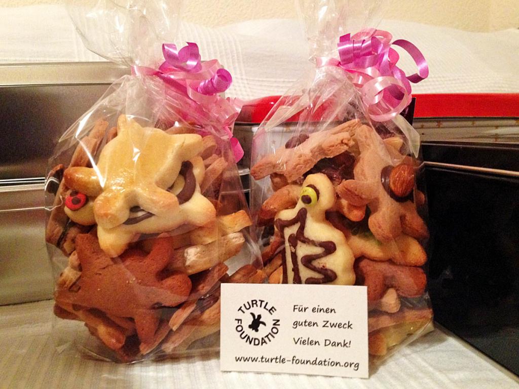 Turtle Christmas cookies, packed